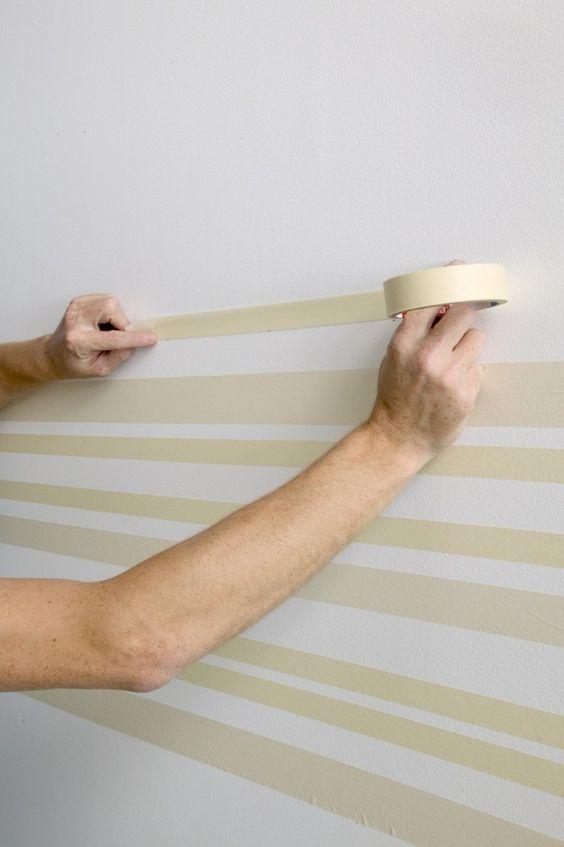 come fare una parete a strisce con il nastro carta
