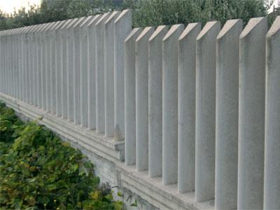 recinzione grigia cemento