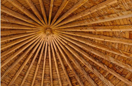 Soffitto In Legno Lamellare : Trasformare le travi in legno del soffitto con l uso del bianco