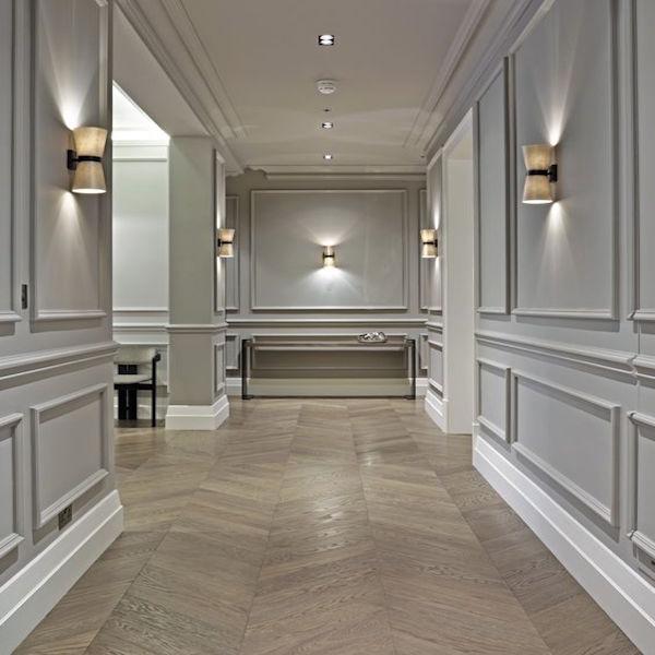 corridoio stile classico boiserie cornici poliuretaniche