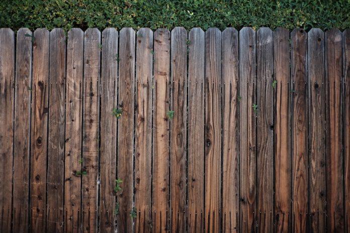 Steccato Per Giardino In Pvc : Staccionata fai da te come proteggere il proprio giardino www