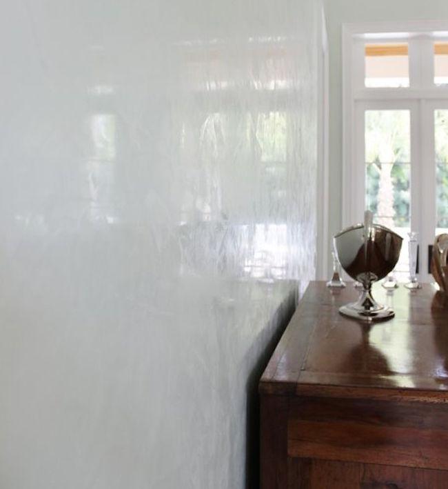 parete realizzata con lo stucco veneziano bianco