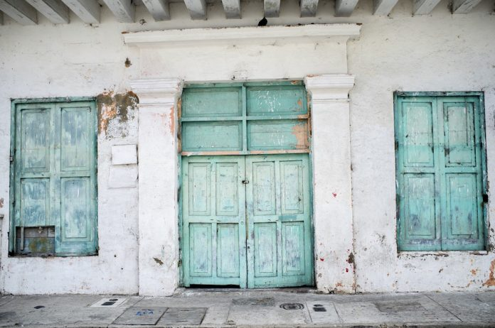 Pitturare Una Porta Di Legno.Come Verniciare Una Porta Tutte Le Tecniche E I Segreti Www
