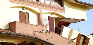 casa distrutta terremoto