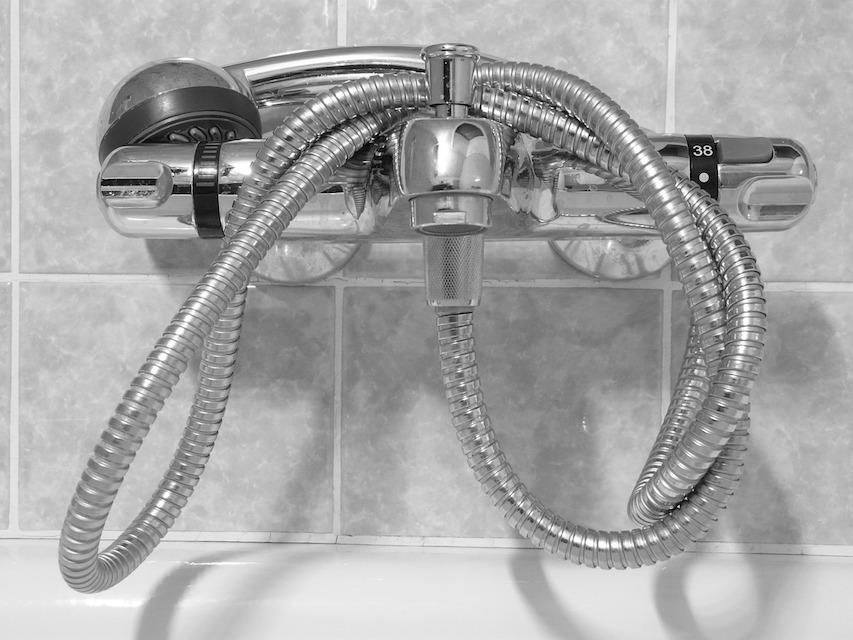 Sostituire I Rubinetti Del Bagno : Come sostituire un tubo flessibile del bagno