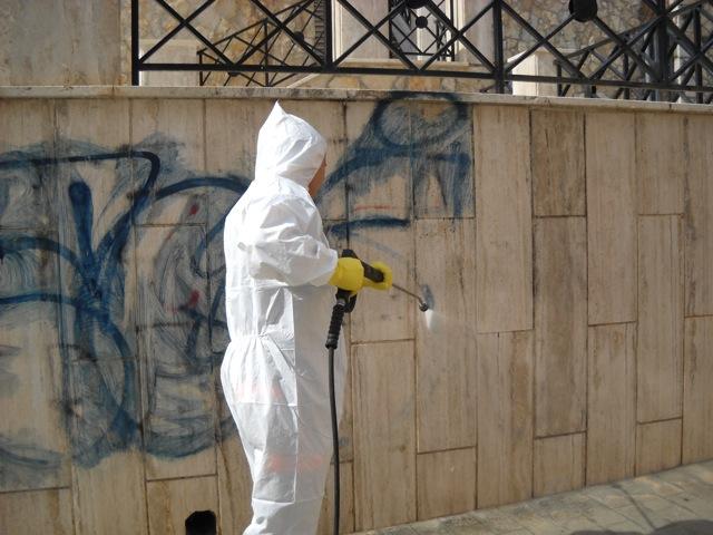 Come rimuovere un graffito in facciata
