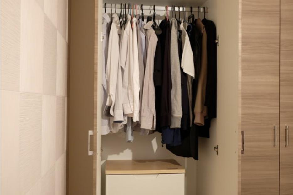 Cabina armadio, la progettazione del colore e l'imbiancatura